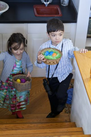 Theo-&-Ella-eggs.web